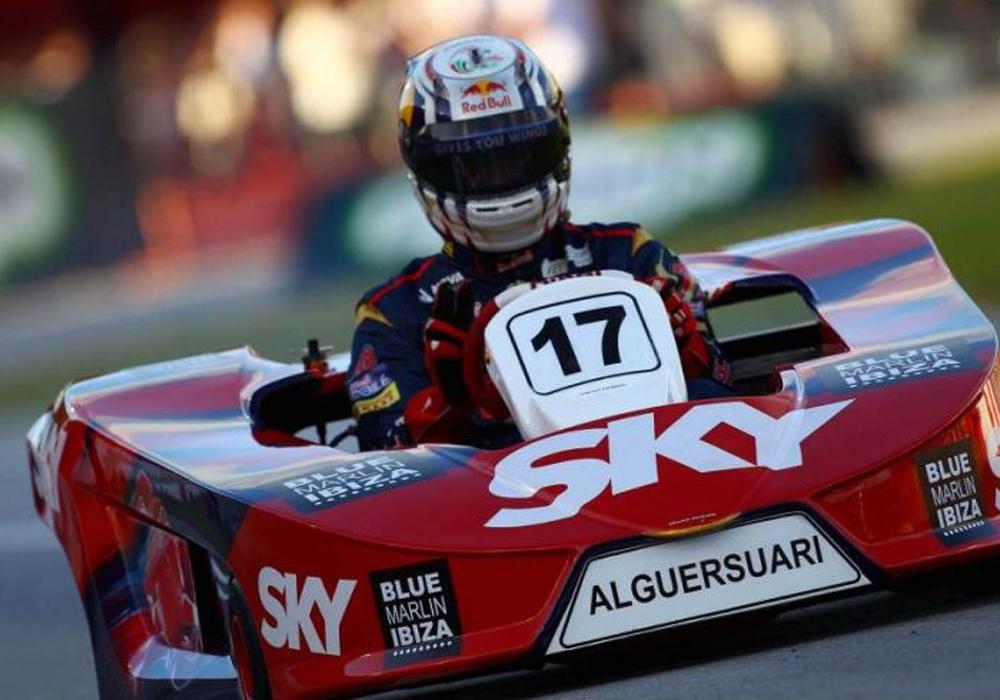 Alguersuari supera a otros seis pilotos de Fórmula 1 sobre un kart en el Desafío de Estrellas de Brasil