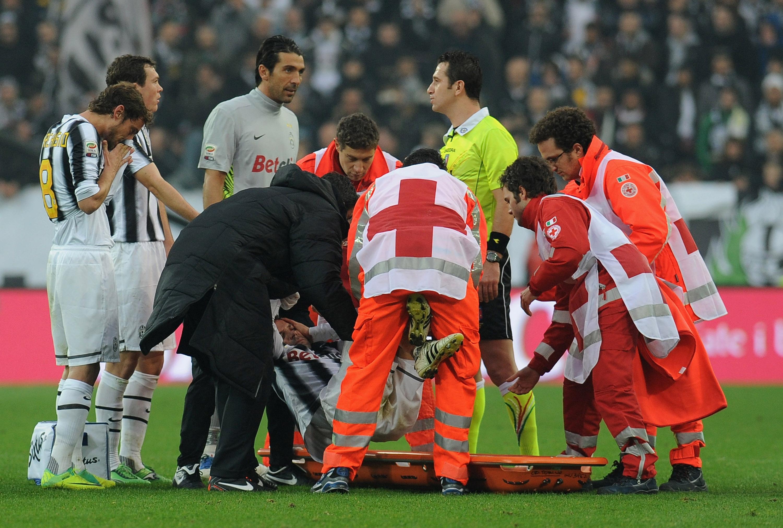 Del Piero sufre un golpe en la cabeza y es hospitalizado