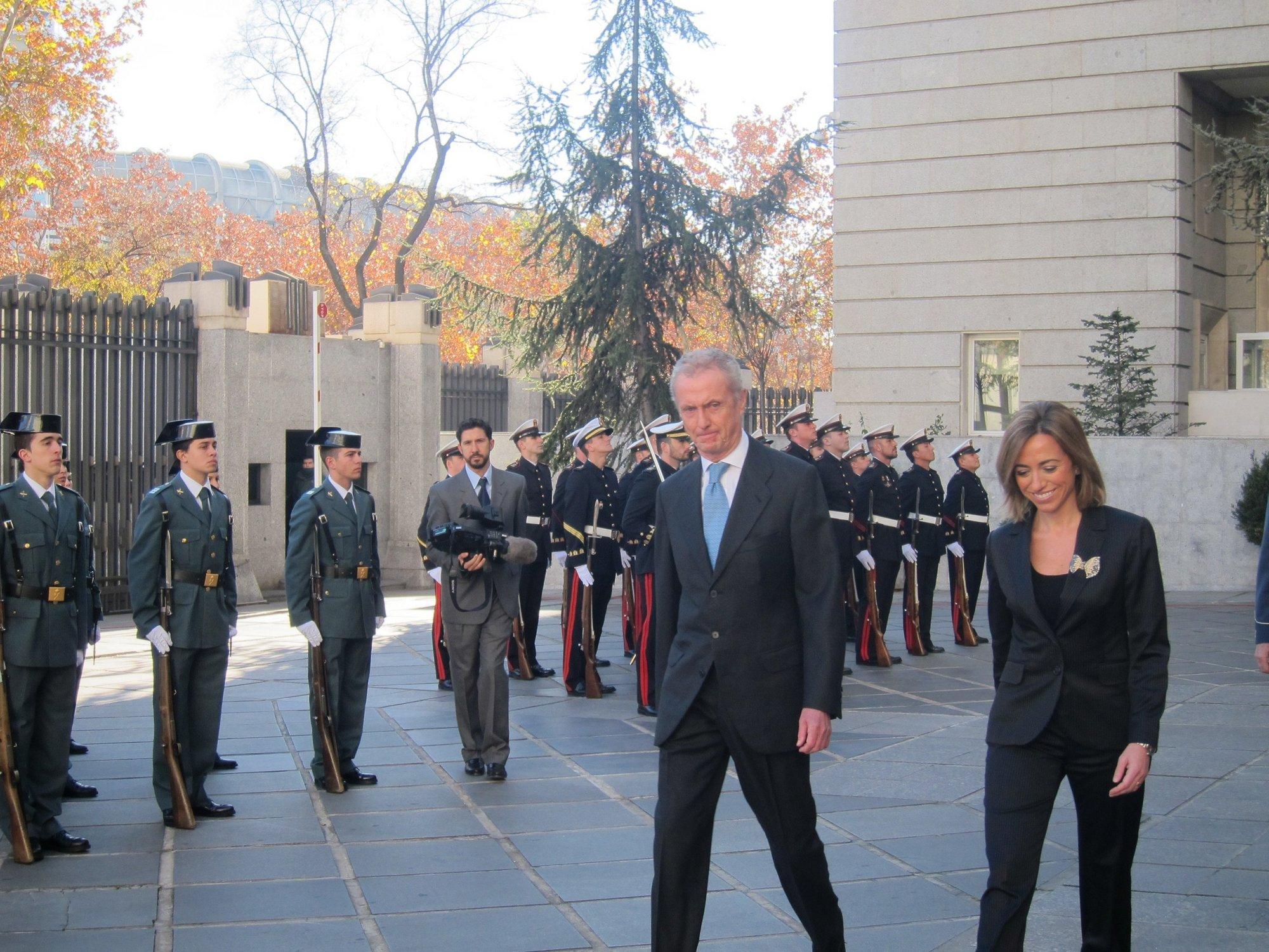 Morenés forma su equipo en Defensa con un alto ejecutivo, una abogada del Estado y un diplomático con los que trabajó