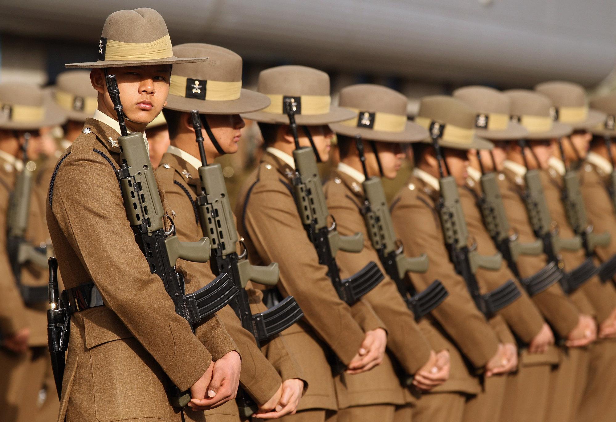 Reino Unido tiene que despedir a 4.000 miembros de las Fuerzas Armadas