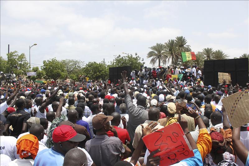 Miles de senegaleses rechazan la candidatura electoral de su presidente