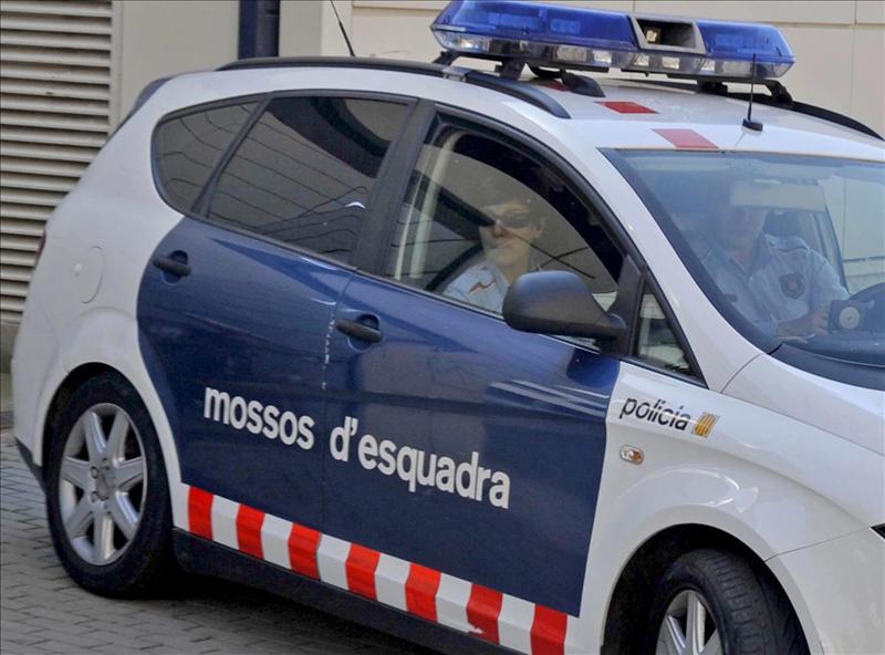 Los mossos hallan tres cadáveres con signos de violencia en un piso de Barcelona
