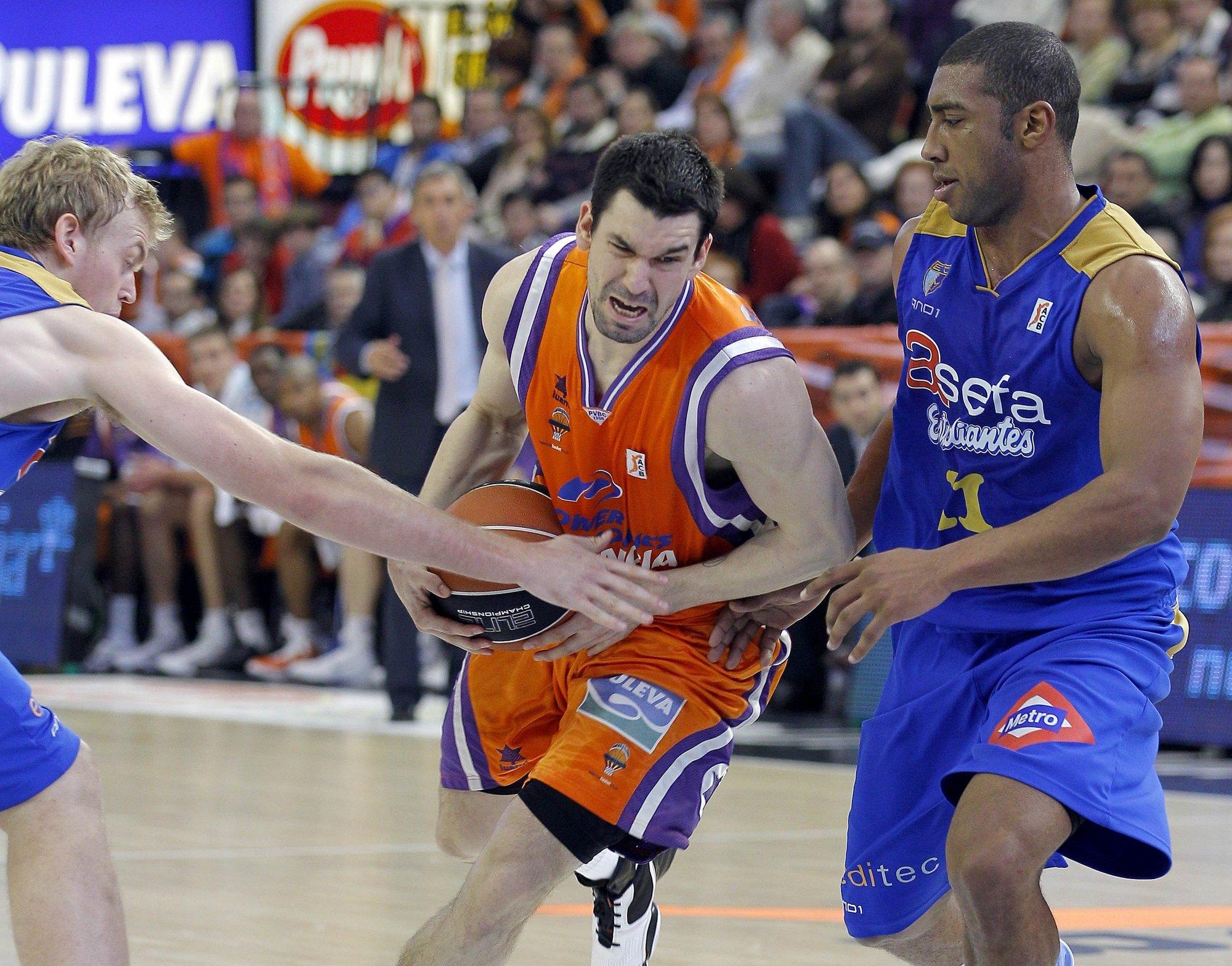 (Previa) Velimir Perasovic busca estrenarse con triunfo en Valencia ante el Asefa Estudiantes