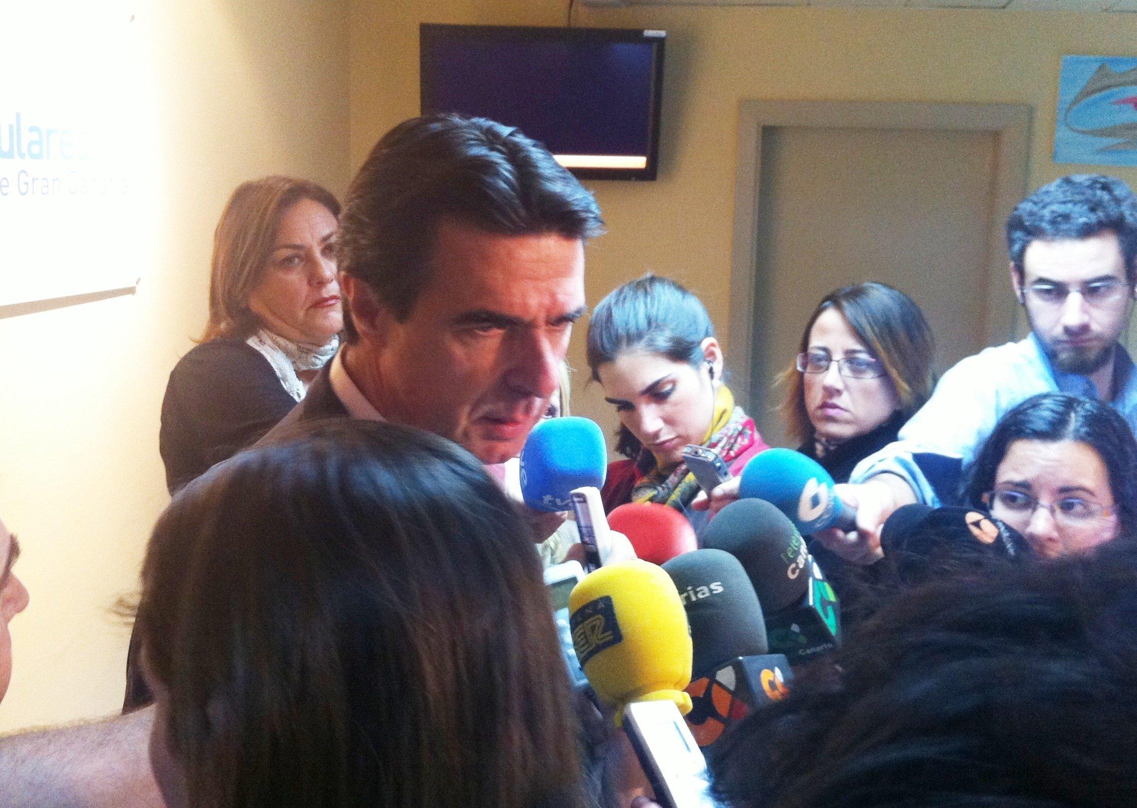 Soria dice que «no hay ni un sólo factor» que vincule la reducción selectiva de tasas al incremento del turismo canario
