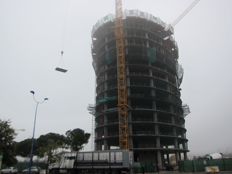 UGT avisa de una «sangría» de puestos de empleo en caso de que sean paralizadas las obras de la torre Pelli