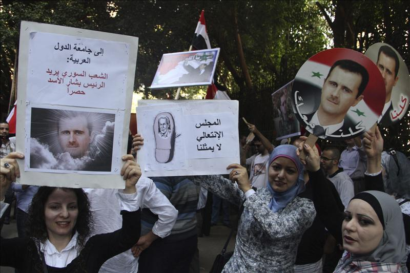 Un veintena de activistas sirios irrumpen en la embajada de su país en El Cairo