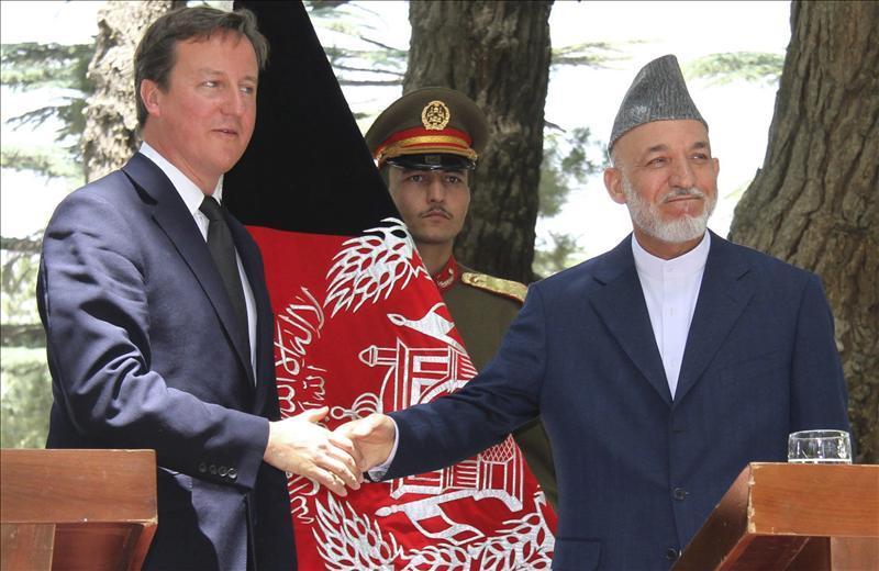 Cameron y Karzai acuerdan cooperar tras la retirada de las tropas británicas