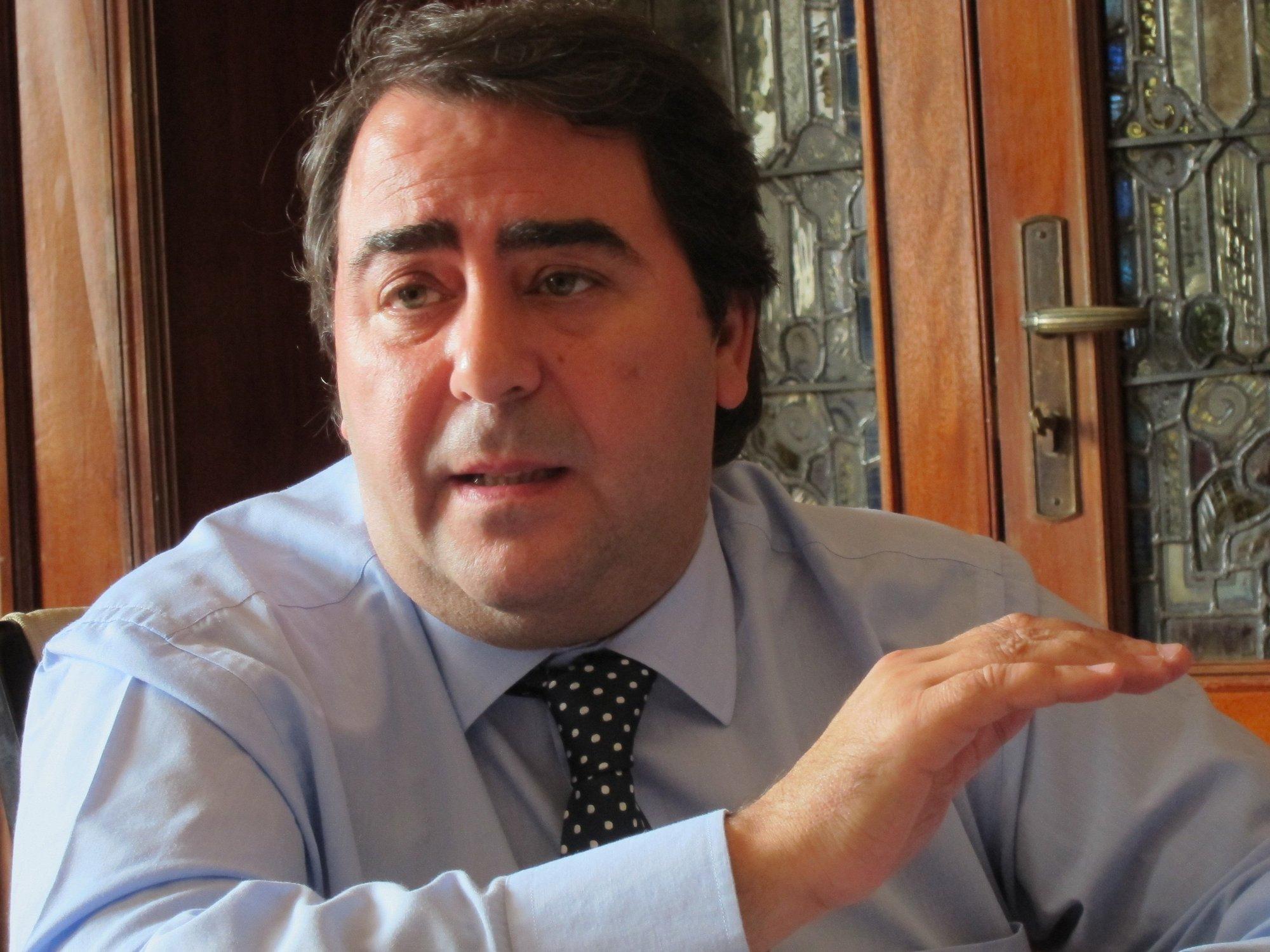 El alcalde de A Coruña de que «se está haciendo todo lo posible» para encontrar a los tres desaparecidos en el Orzán
