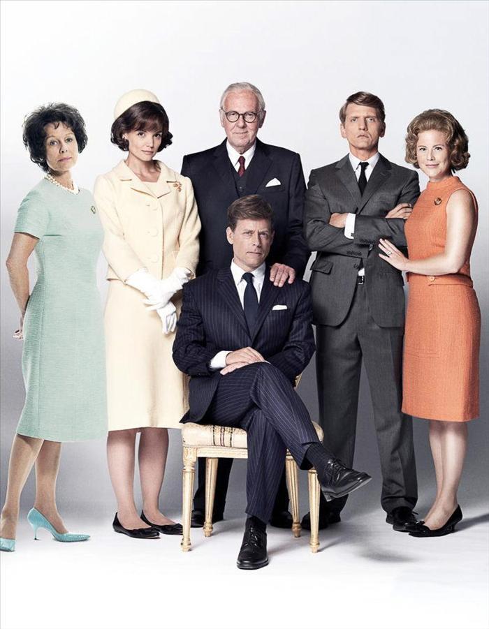 Greg Kinnear y Katie Holmes son «Los Kennedy» en la serie de televisión