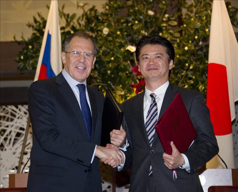 Japón y Rusia acuerdan estrechar lazos en economía, defensa y energía
