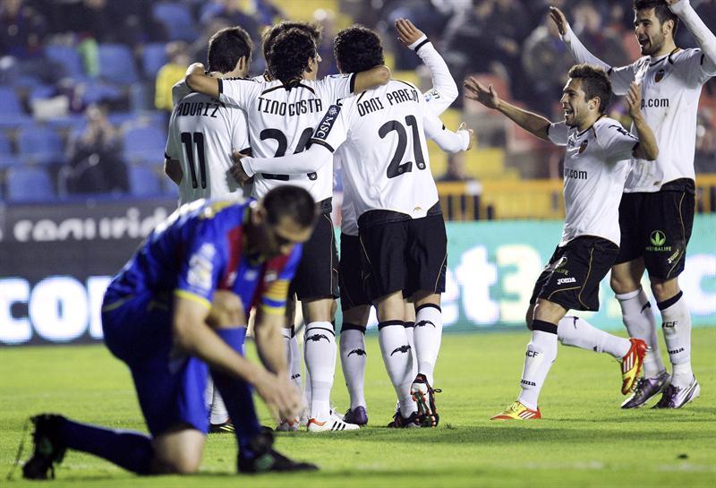 El Valencia viaja a Santander con un ojo puesto en la Copa del Rey
