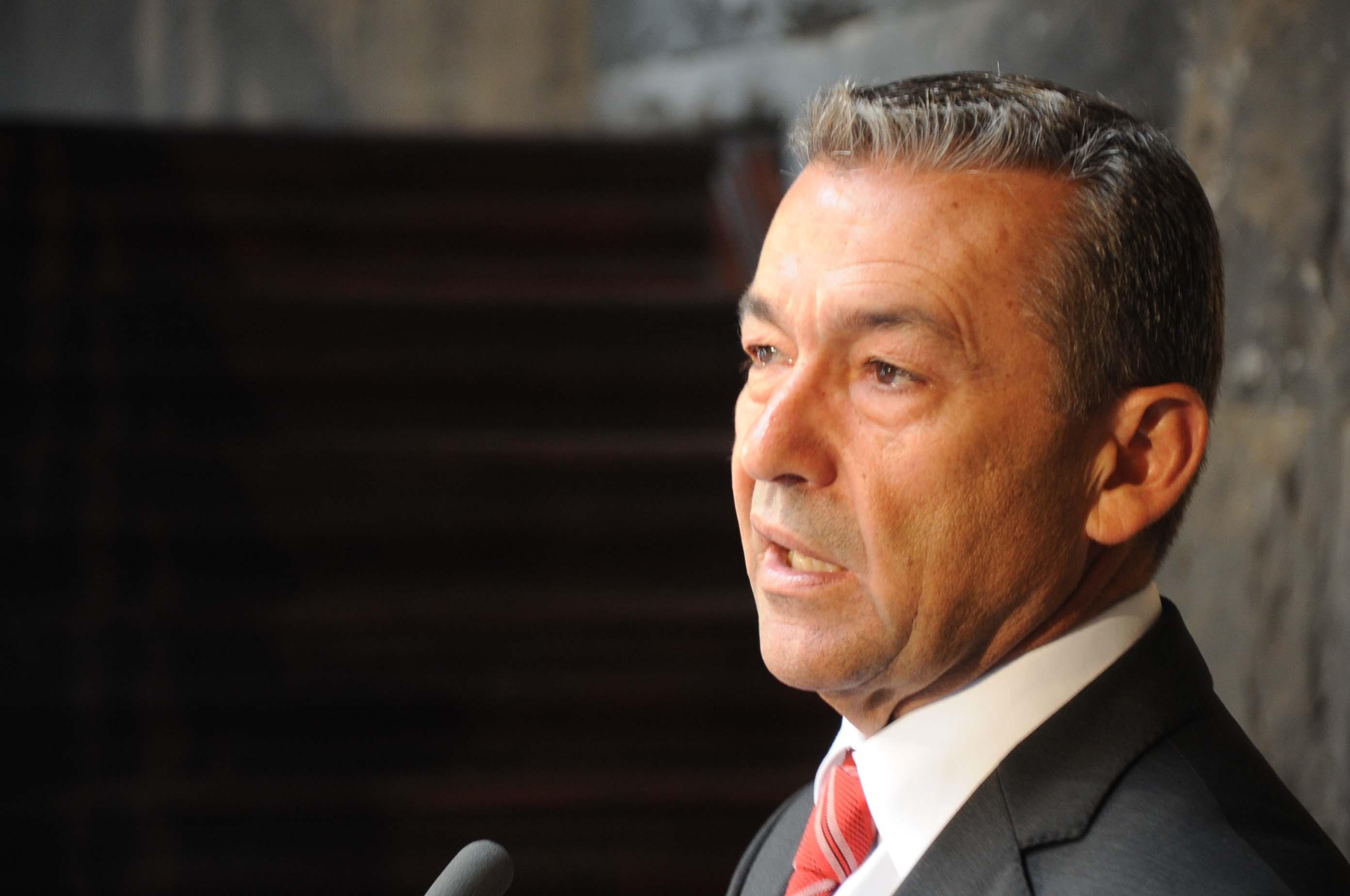 Rivero dice que si no se cubren las necesidades aéreas canarias pedirá la declaración de obligación de servicio público