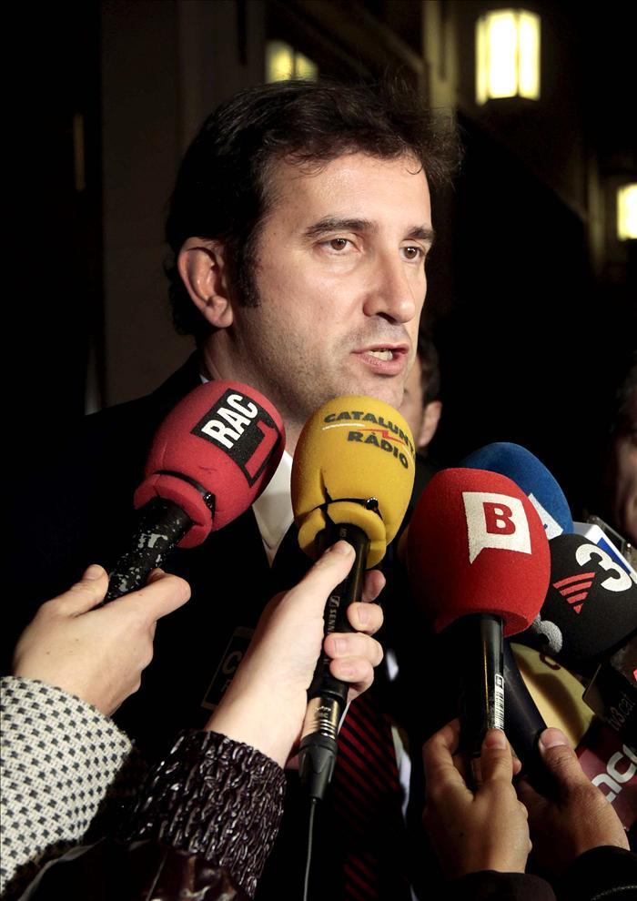 Un centenar de viajeros de Spanair buscan otros vuelos en El Prat