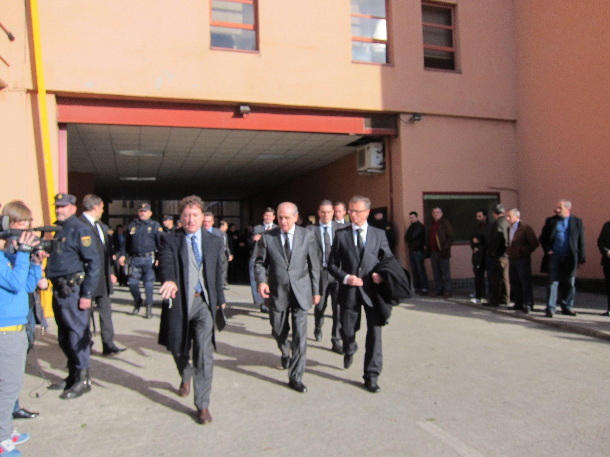 El embajador eslovaco valora el «sacrificio» y la «vocación al servicio de los humanos» de los policías de A Coruña