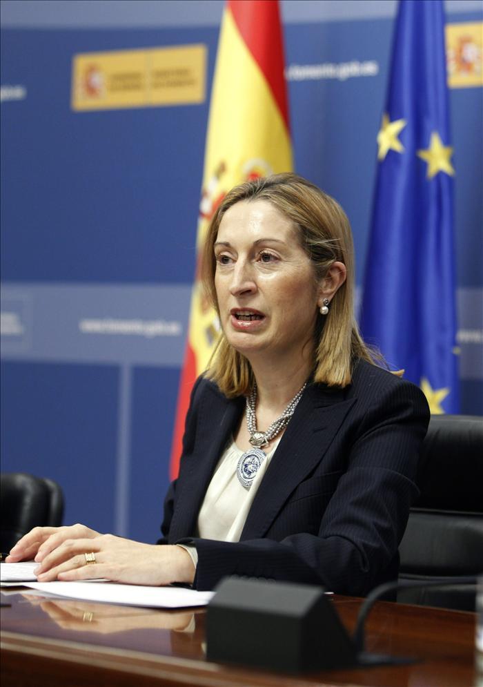La ministra de Fomento informará de las actuaciones por la crisis de Spanair