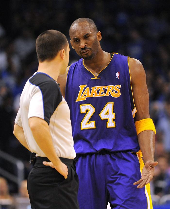 Los Lakers siguen atascados fuera de casa a pesar de Kobe y Gasol