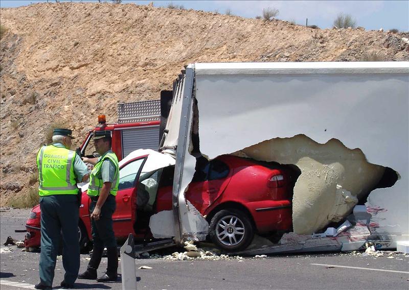 Muere al caer desde 40 metros en Almería tras sufrir un accidente sin heridos
