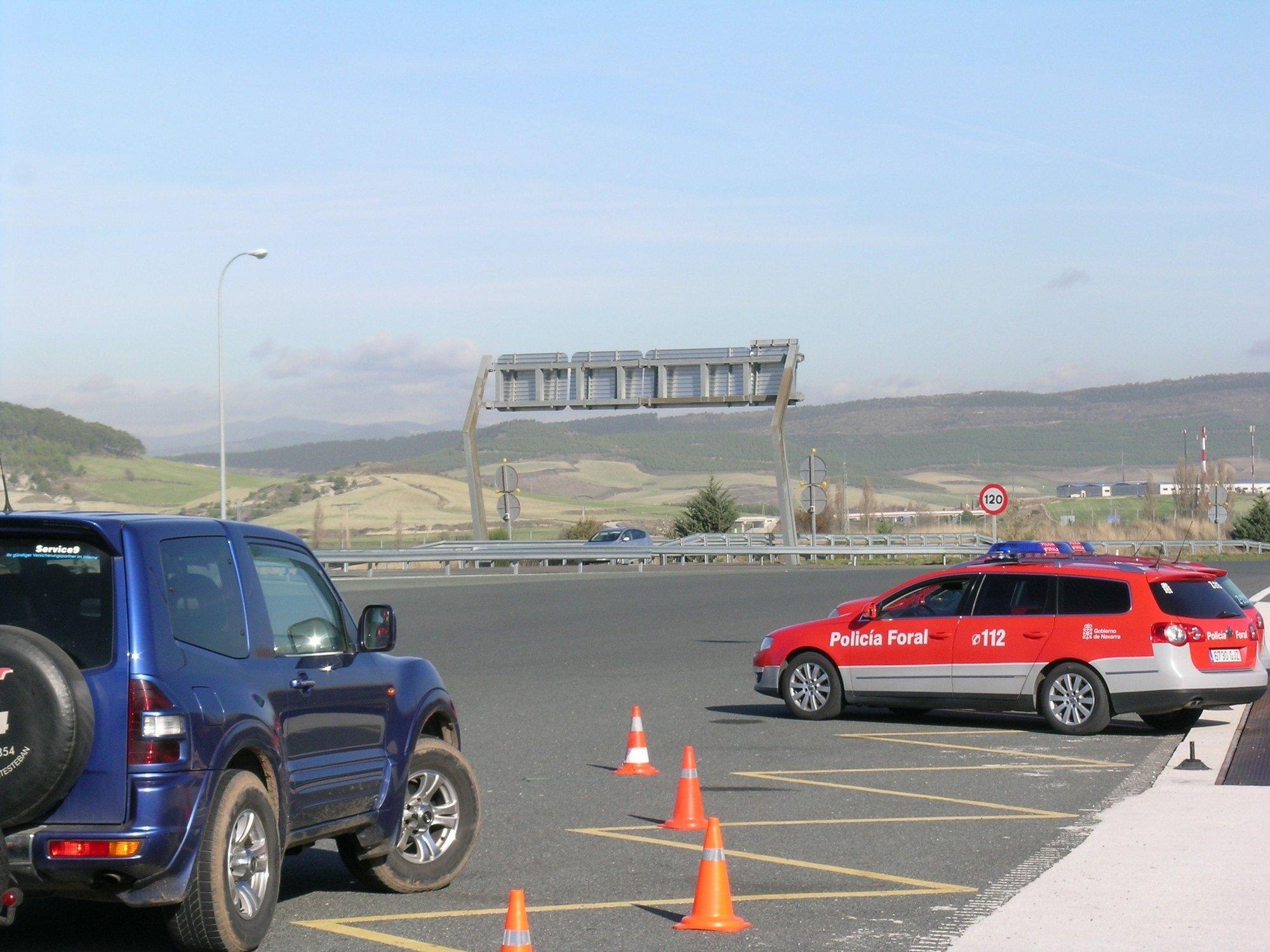 La Policía Foral realizará una campaña de vigilancia para evitar distracciones en la conducción
