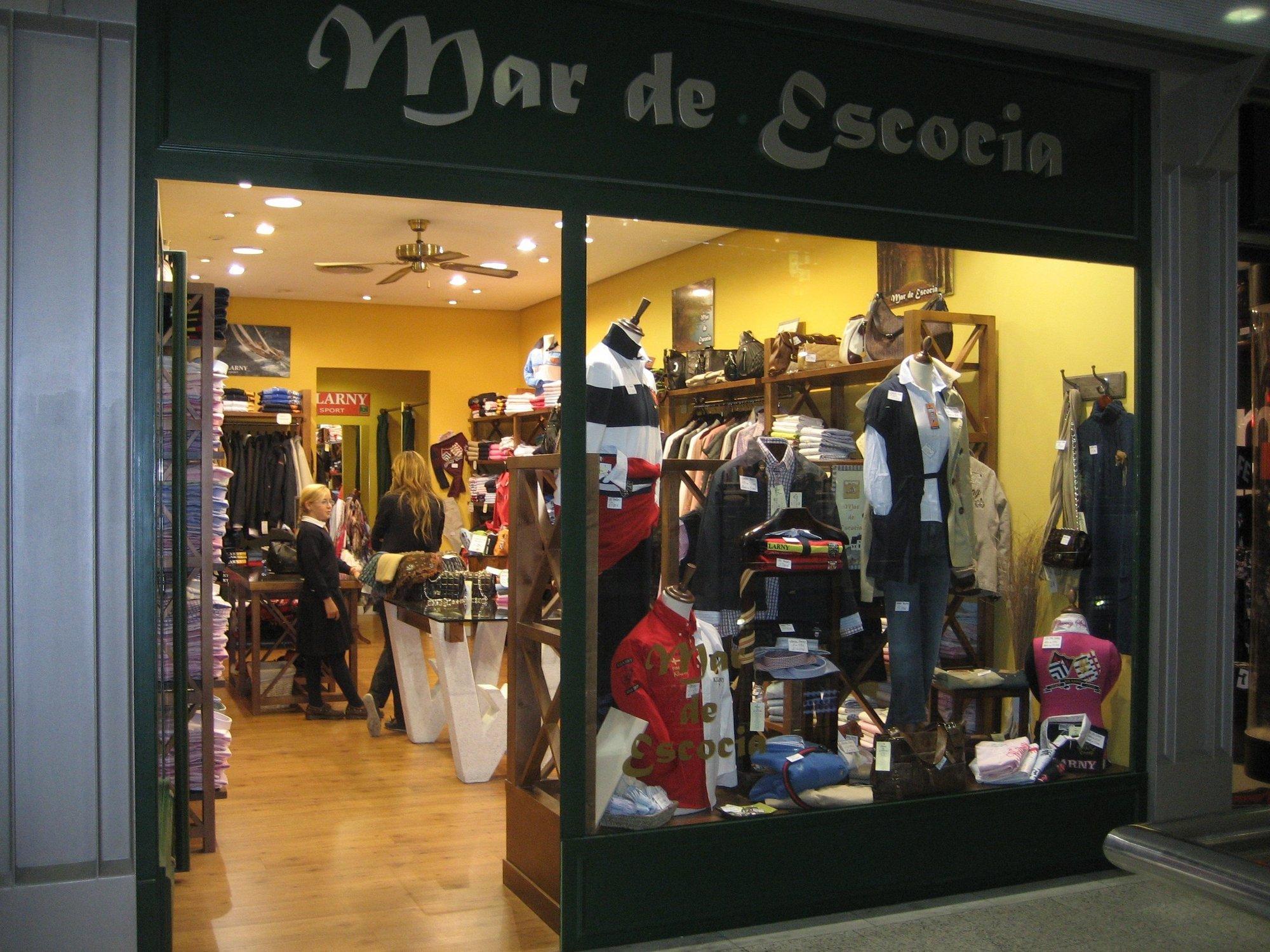 Una empresa vallisoletana distribuye 400 polos diarios de corte británico en tiendas de España y Portugal