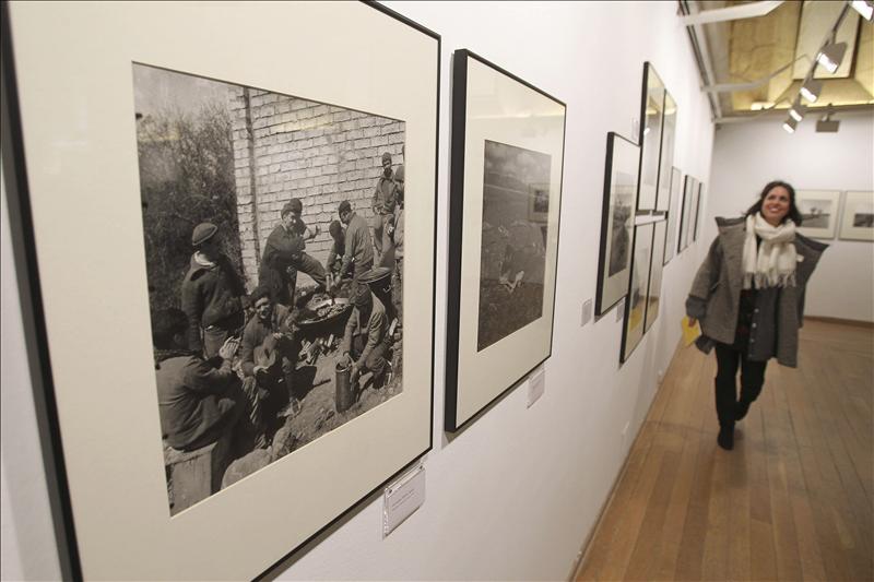 La «Caja de hojalata» de la fotógrafa Horna arroja luz sobre detalles de la Guerra Civil