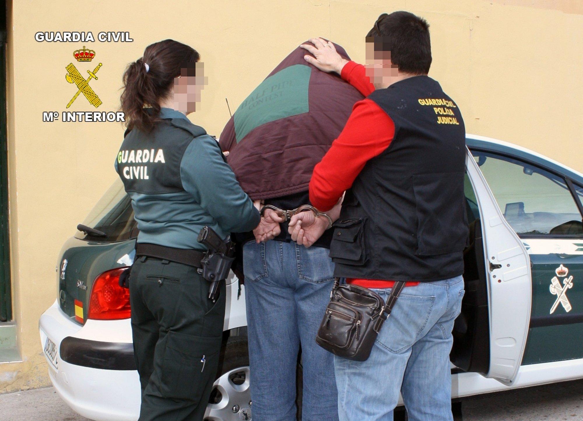 La Guardia Civil detiene a una persona dedicada a cometer robos por el procedimiento »tirón» en Archena