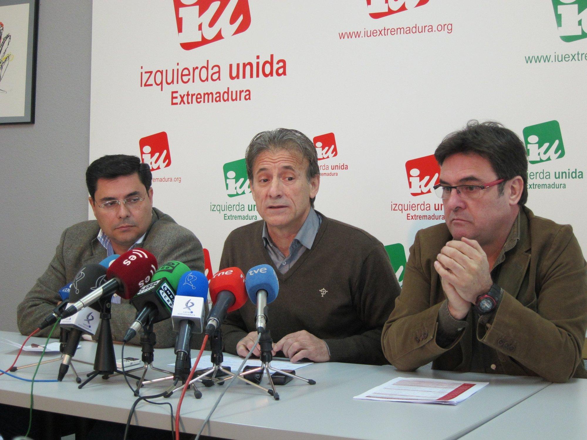 IU, CCOO y UGT instan a formar una «marea blanca» en Cáceres contra la que se «viene encima» con la reforma laboral