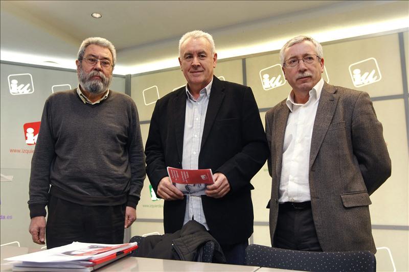 Cayo Lara apoya el recorte de salarios a los directivos de empresas públicas