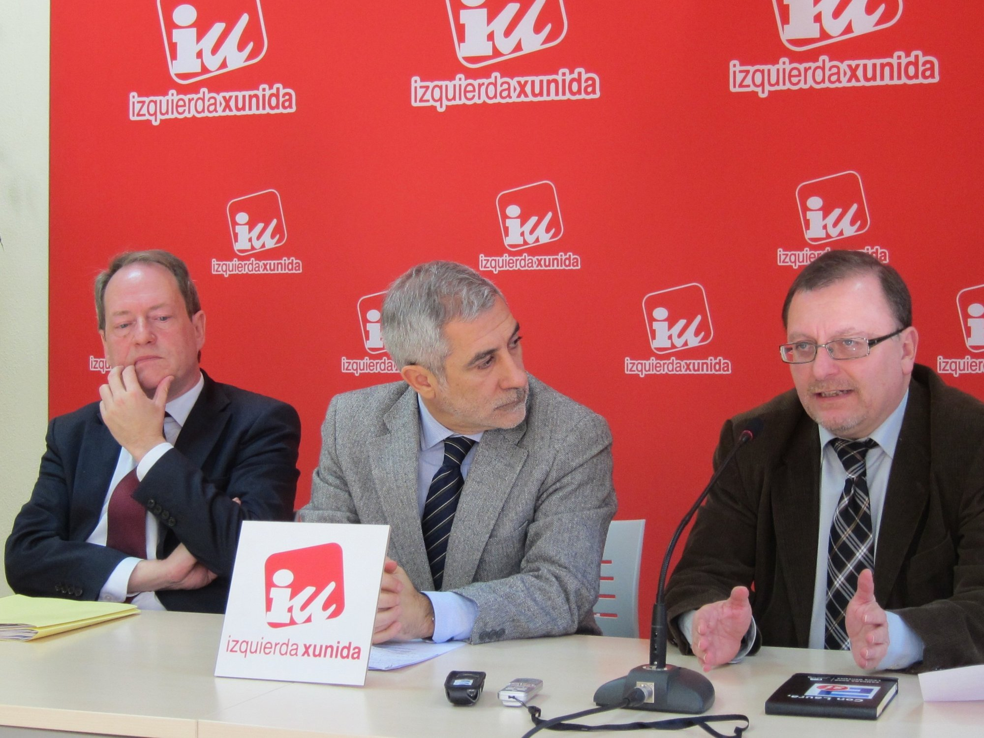IU acusa al Gobierno de intentar implantar un modelo de «producción masiva de carne de menos calidad»