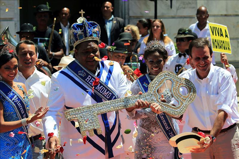 Río de Janeiro vive desde hoy un carnaval renovado para atraer más turistas