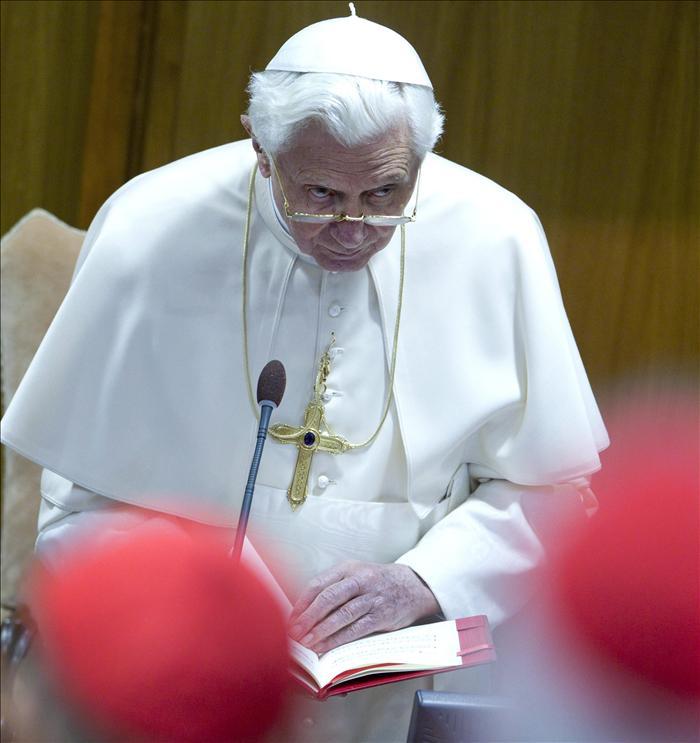 El papa y más de un centenar de cardenales analizan la nueva evangelización