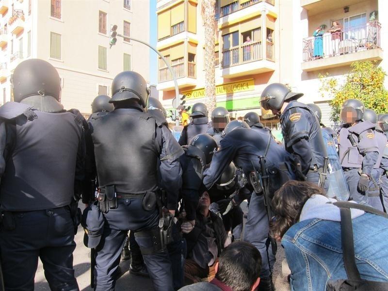 Seis detenidos y nueve heridos en la manifestación estudiantil frente al complejo de Zapadores