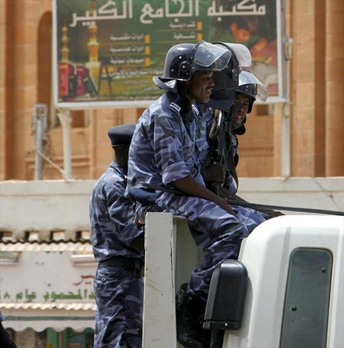 La policía sudanesa detiene a 317 estudiantes de la Universidad de Jartum