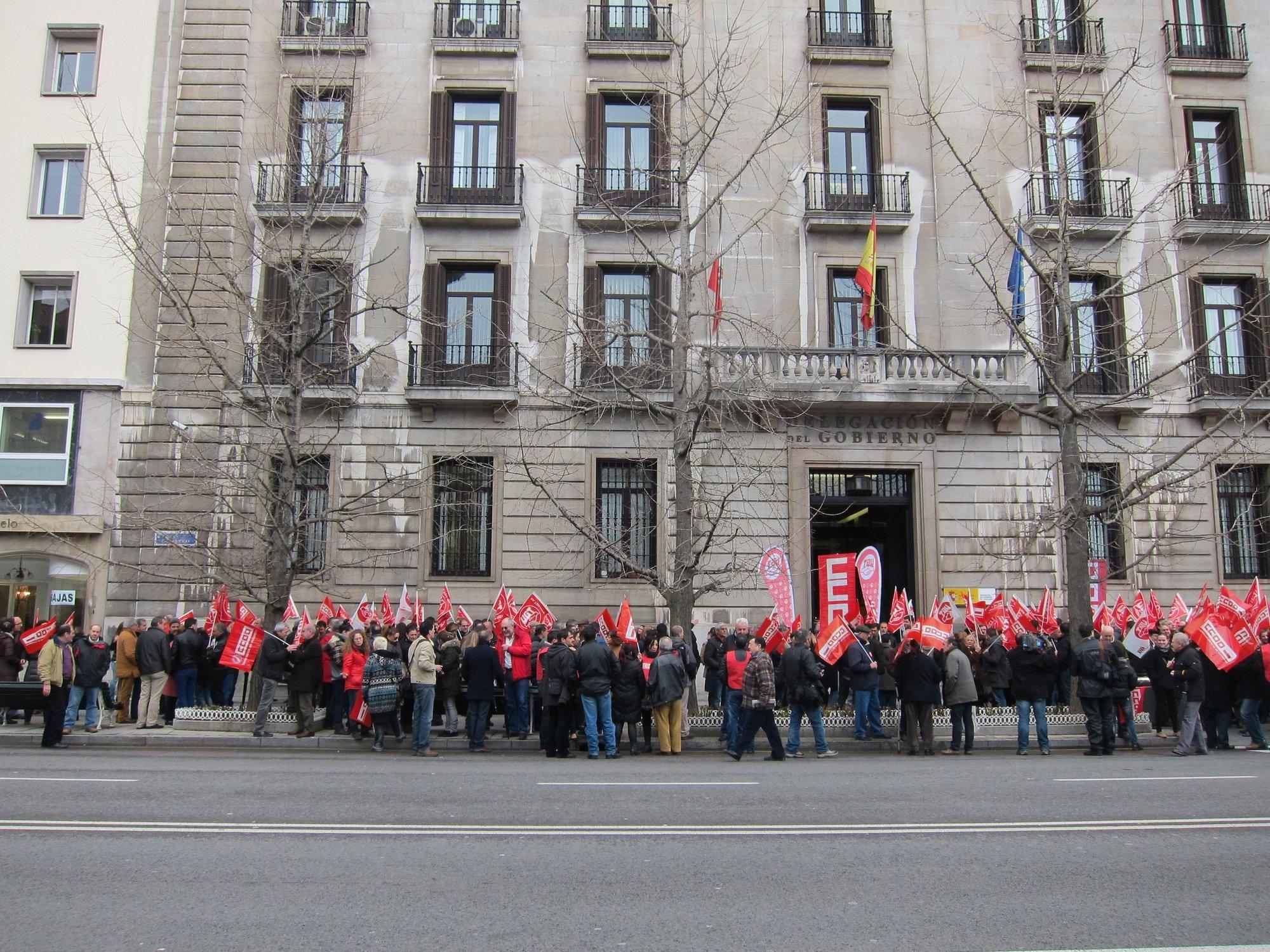 CC.OO. y UGT celebran las primeras manifestaciones contra la reforma laboral