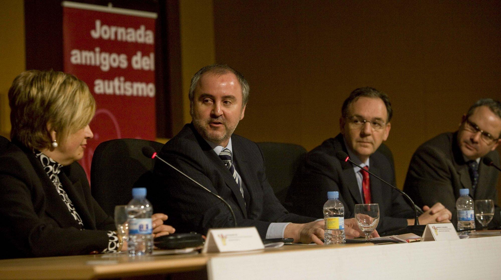 La Generalitat creará una comisión interdepartamental que coordine la atención integral de las personas con autismo