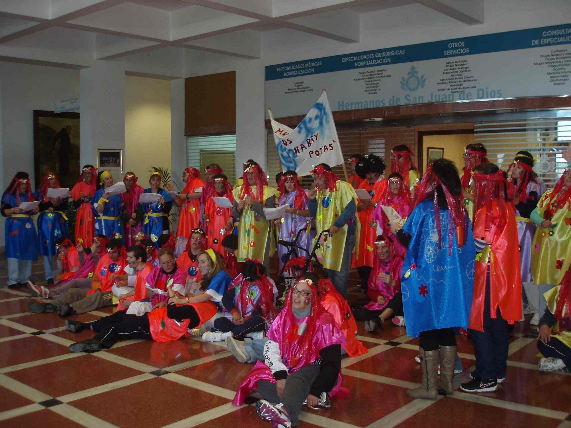 La murga Los Harry Potas inicia los actos del Carnaval en el Hospital San Juan de Dios de Tenerife