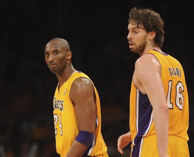 Bryant y Pau Gasol tiran de los Lakers