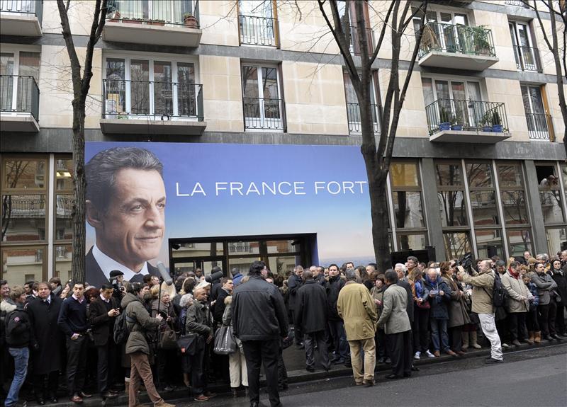 Sarkozy inaugura su cuartel general de campaña en París