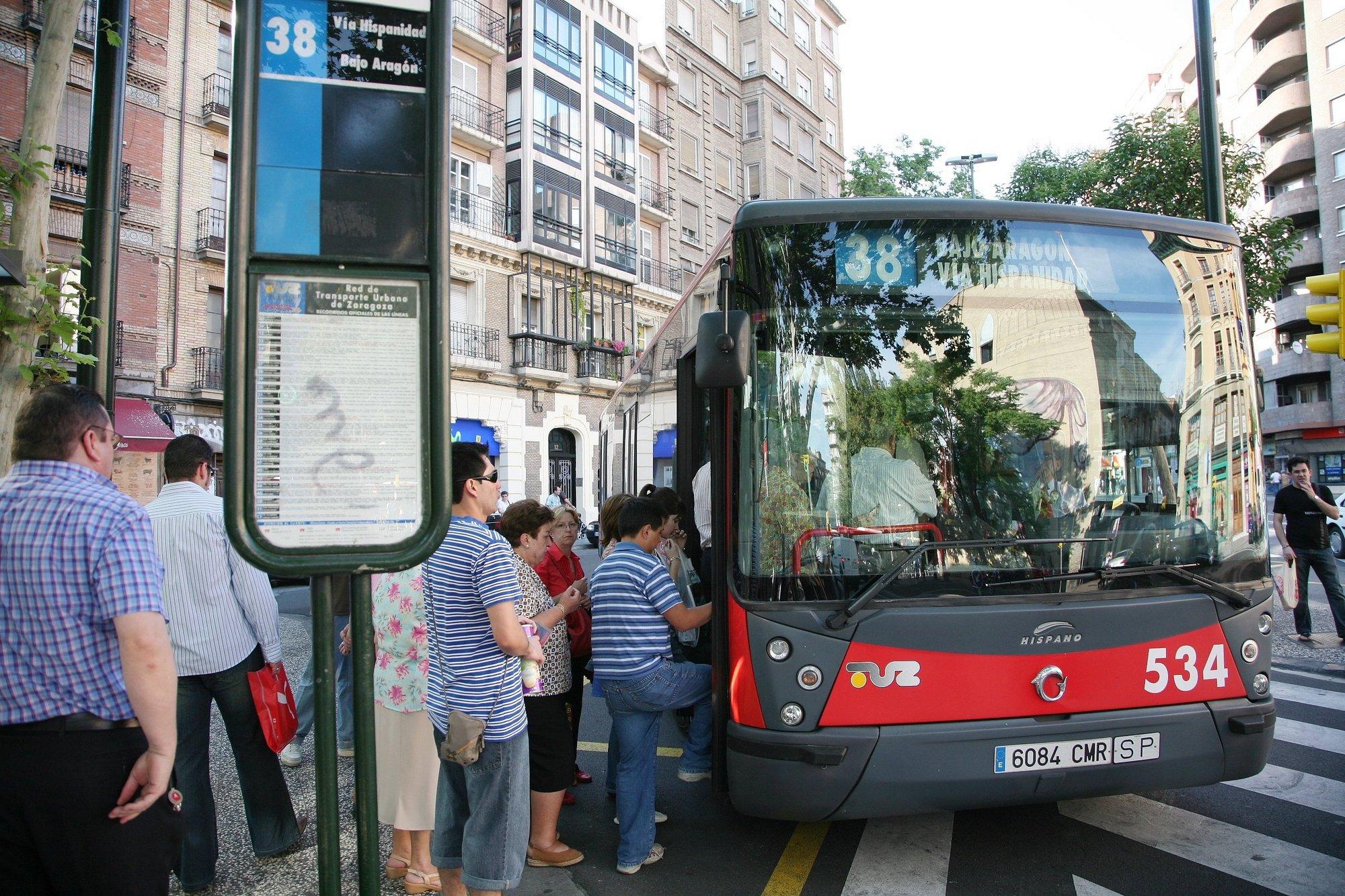 La celebración del desfile de Carnaval hará necesario desviar varias líneas de autobús este sábado