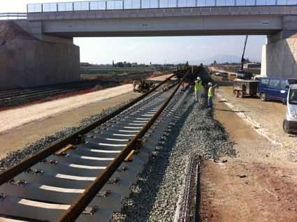 Adif inicia el montaje de vía convencional en la nueva plataforma ferroviaria entre Totana y Lorca (Murcia)