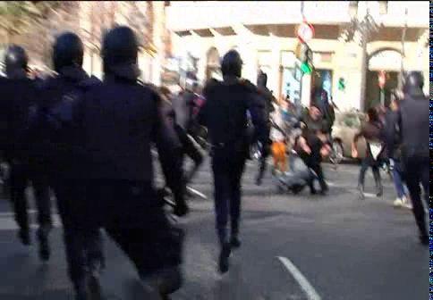 """Los alumnos de Valencia protestan: """"Están llenando las cárceles de estudiantes"""""""