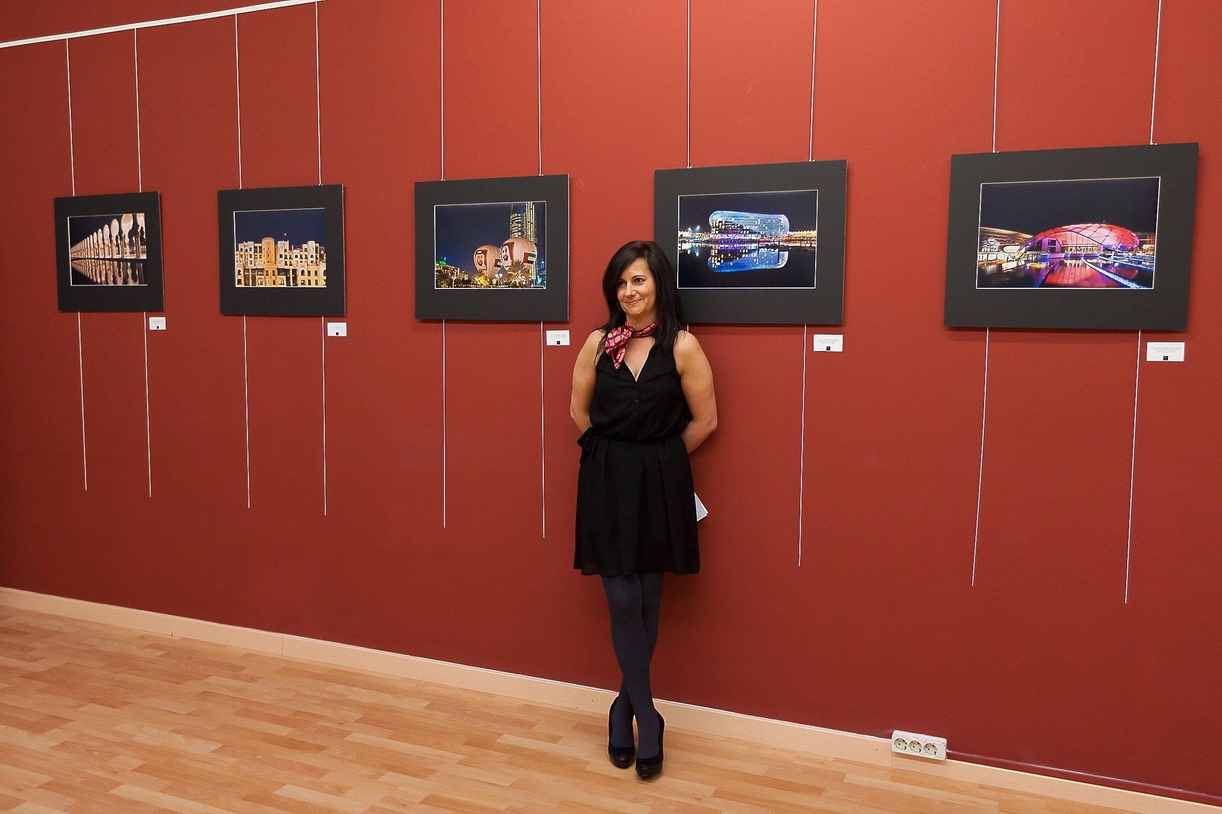 La exposición «Arquitectura vanguardista en el desierto» de la fotógrafa Conchy Aisa se exhibe en Sala Macabeo
