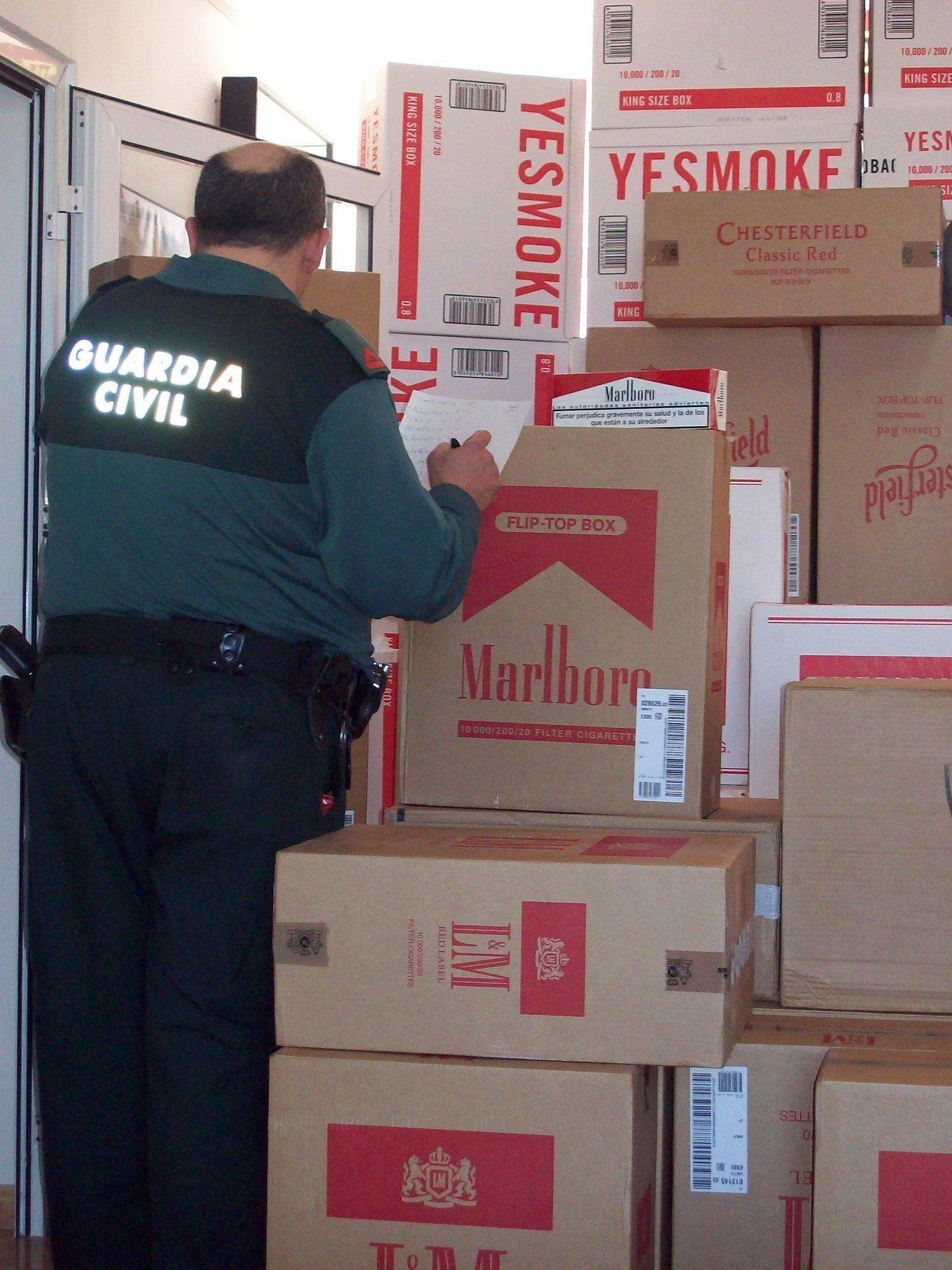 Apresadas 230.000 cajetillas de tabaco de contrabando en Écija