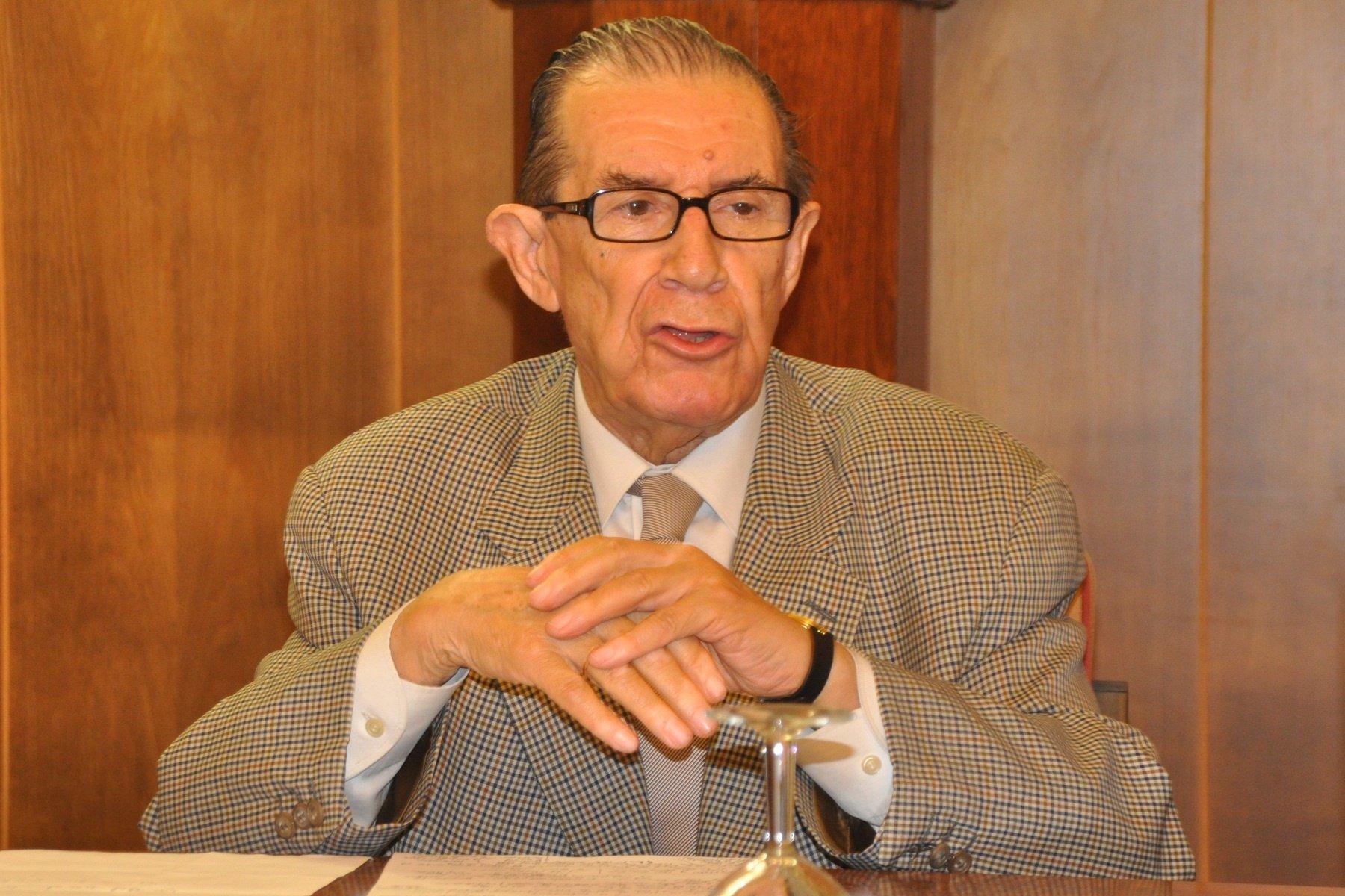 Economia-El economista Velarde cree que la reforma laboral era «absolutamente necesaria» e incluso «se ha quedado corta»