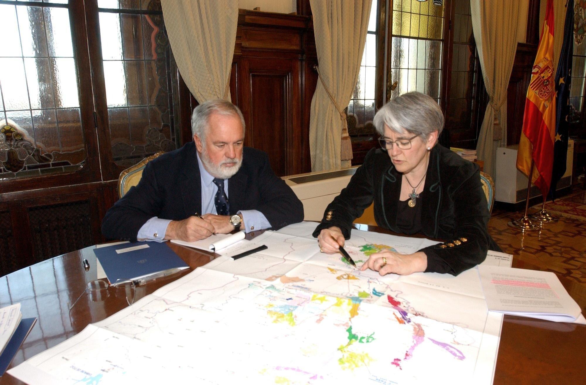 Goicoechea transmite a Arias Cañete su «compromiso» de «seguir avanzando» en la segunda fase del Canal de Navarra