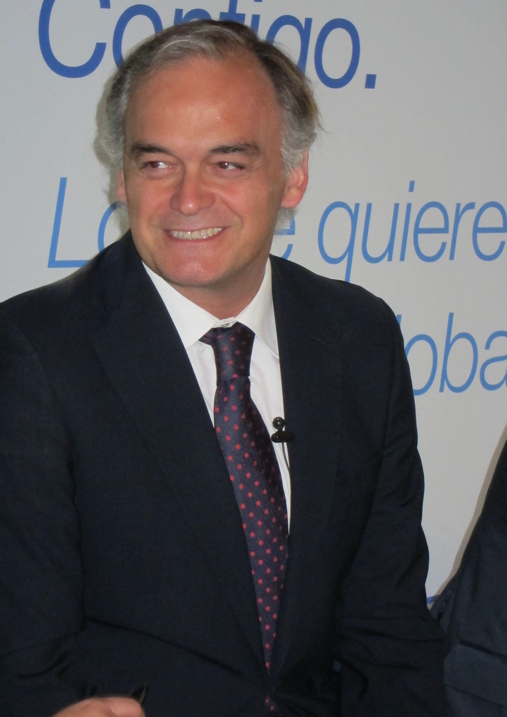 González Pons, satisfecho porque «hace lo que hacía» pero con una responsabilidad «nueva» y «más importante»