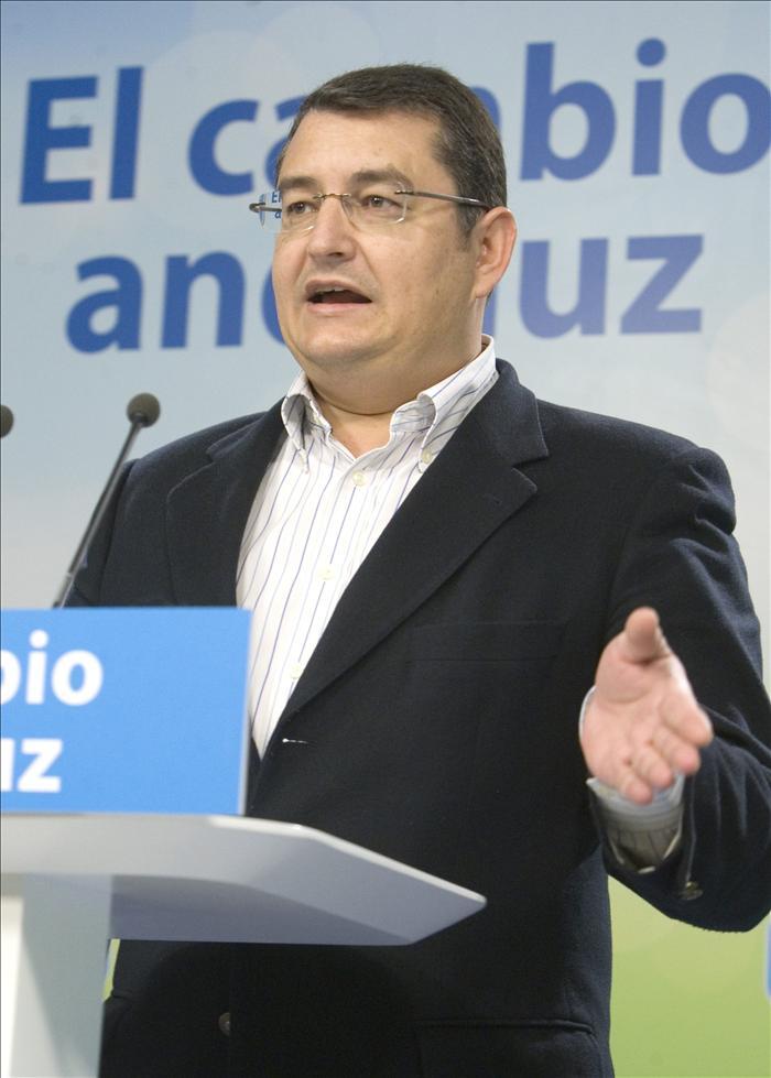 La Junta de Andalucía emprenderá acciones judiciales contra el secretario del PP-A
