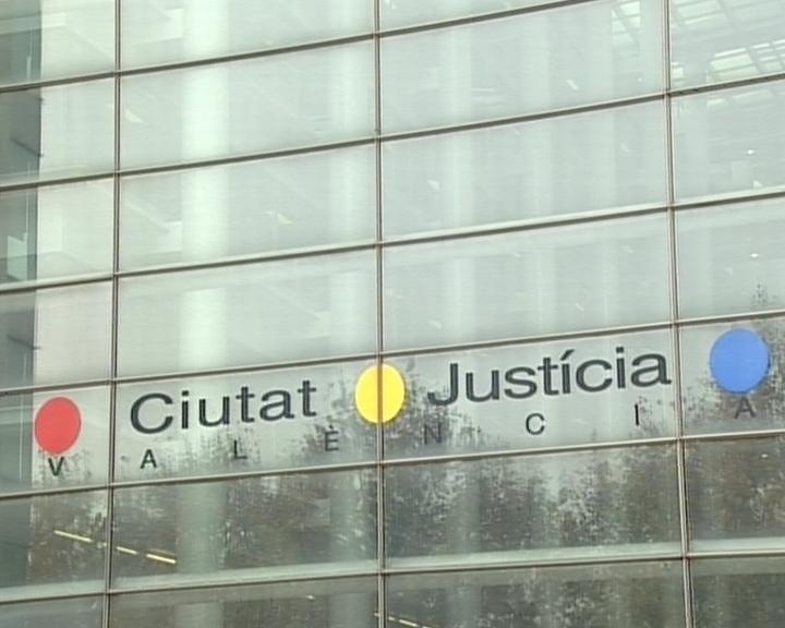 Juzgan a dos jóvenes acusados de intentar atracar en una tienda de Gandia (Valencia) en la que mataron a un empleado