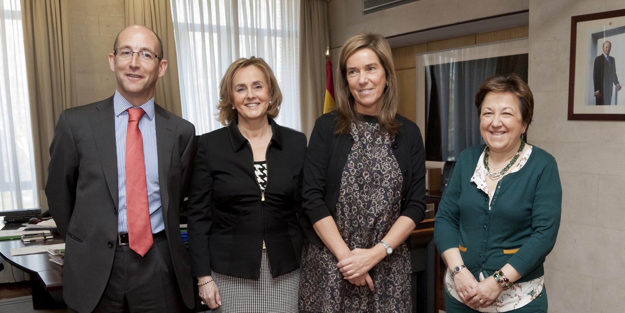 Mato se compromete a garantizar el pago de la deuda de las CCAA con las empresas de tecnología sanitaria