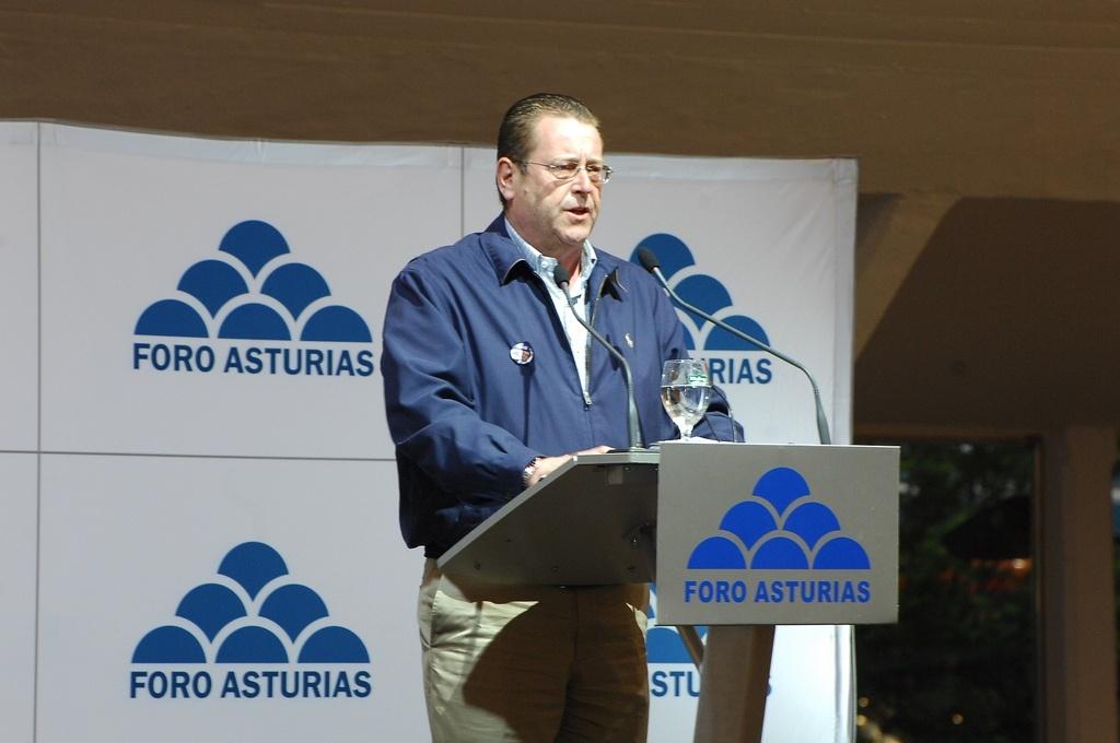 Roces(Foro) dice que Rajoy apoya a Fernández mientras trata de dejar a Asturias «a los pies de los caballos»