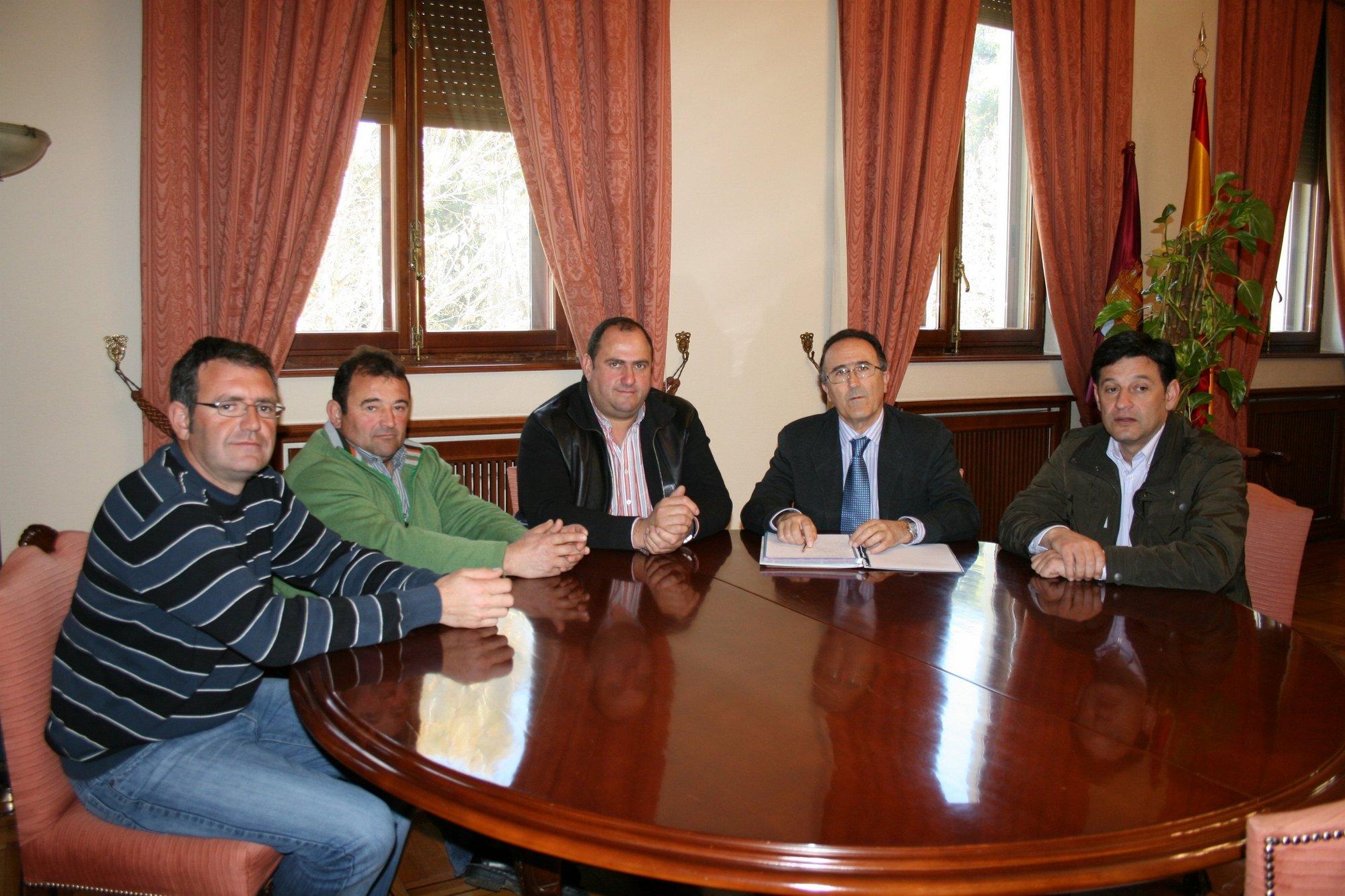 UPA C-LM muestra la «desesperación» de agricultores tras robos en una decena de naves agrarias en Munera (Albacete)